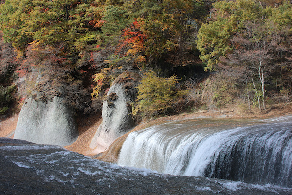 11月の吹割の滝紅葉